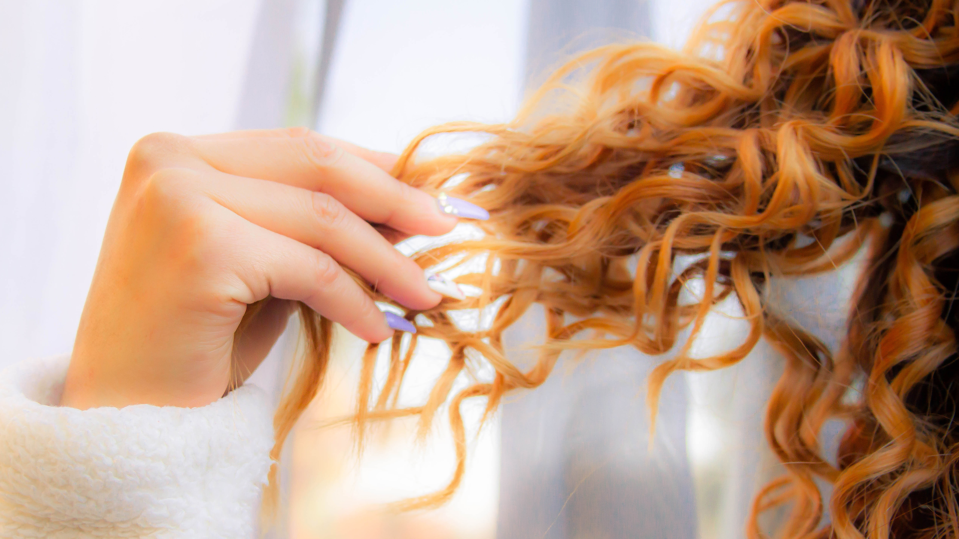 3 Ways to Give Your Hair Super Strength This Winter